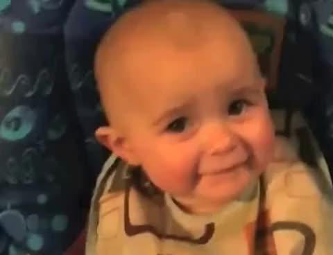 Watch and share Bebe Se Emociona Al Oir A Su Madre Cantar GIFs on Gfycat