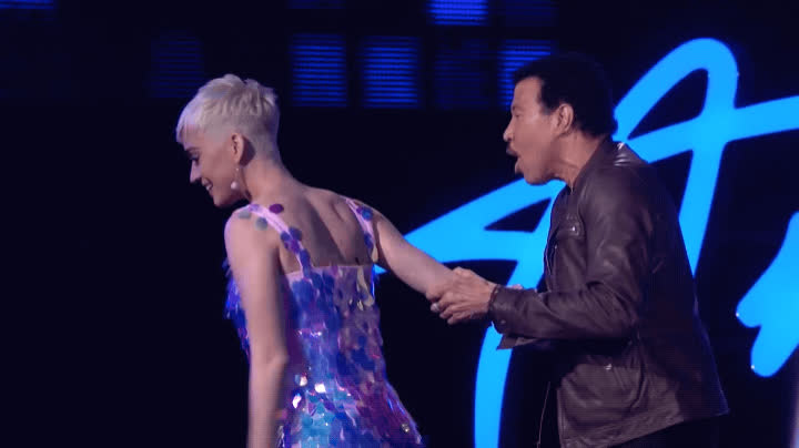 american idol, extra, hold her back, katy perry, lionel richie, she must be stopped, stop her, Lionel Richie and Katy Perry - American Idol 2018 GIFs