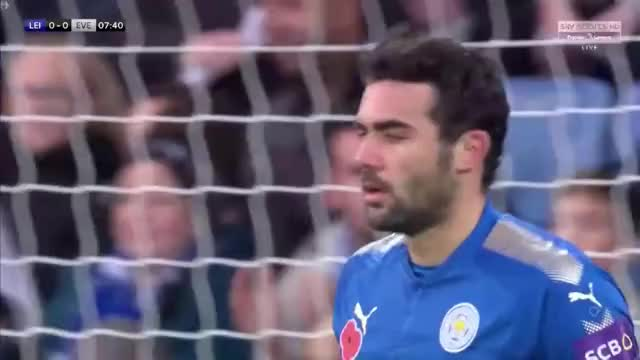 Watch and share Leicester Corner: Jamie Vardy Looping Run Vs Everton GIFs by Mohamed Mohamed on Gfycat