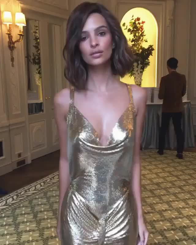 Watch and share Emily Ratajkowski GIFs by younghawthollywood on Gfycat