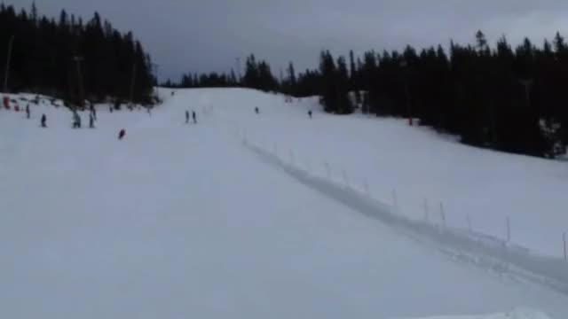 Watch and share Broken GIFs and Skiing GIFs by Ĝ̸͇͋̉̍̓́͝litch C̵̲̗̲̱̏͋̆̕͜ity on Gfycat