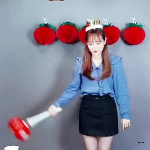 Watch and share Chuu GIFs by Cake on Gfycat