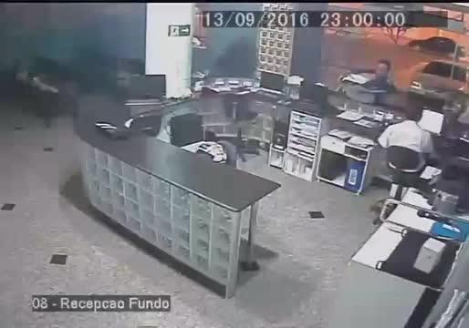 nonononoyes, Receptionist catches dropped baby one-handed GIFs