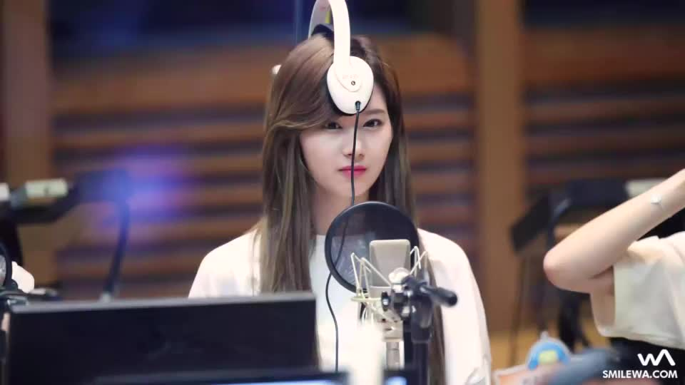 headphones, sana, twice, is this how you wear headphones? GIFs