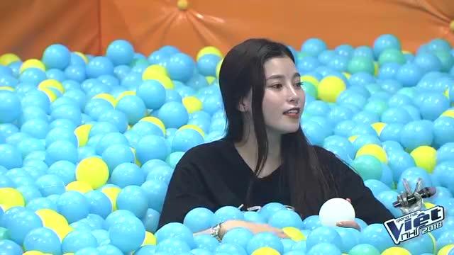 Cười lăn cùng 1001 khoảnh khắc tuổi thơ quay về siêu hài hước của Ngọc Ánh và Lưu Hiền Trinh
