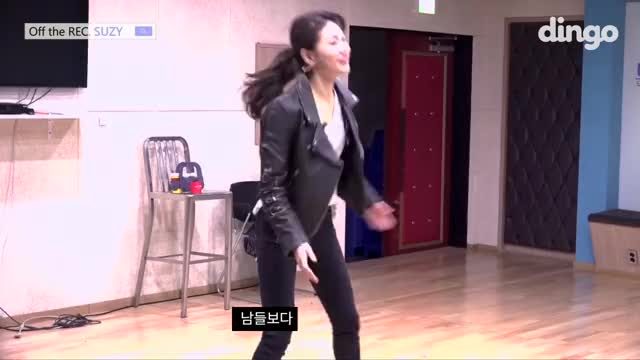 Watch 胸ちら 수지 SUZY - EP 10 [오프 더 레코드] GIF on Gfycat. Discover more related GIFs on Gfycat