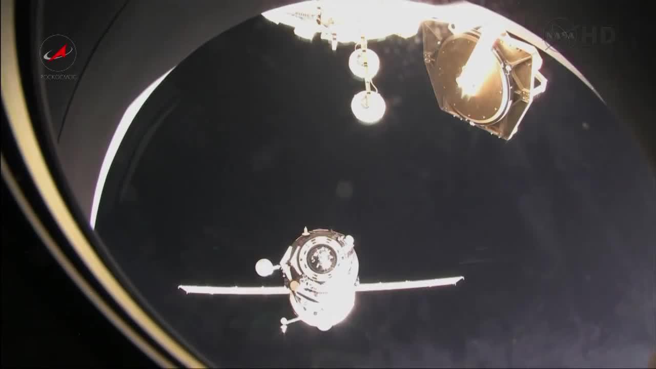 SpaceGfys, spacegfys, Soyuz Docking GIFs