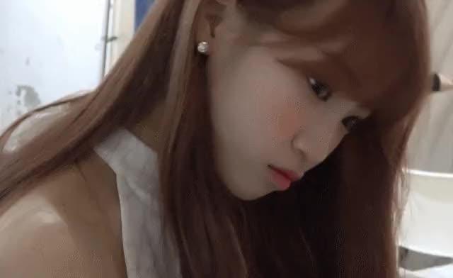 Watch and share 김채원 GIFs on Gfycat