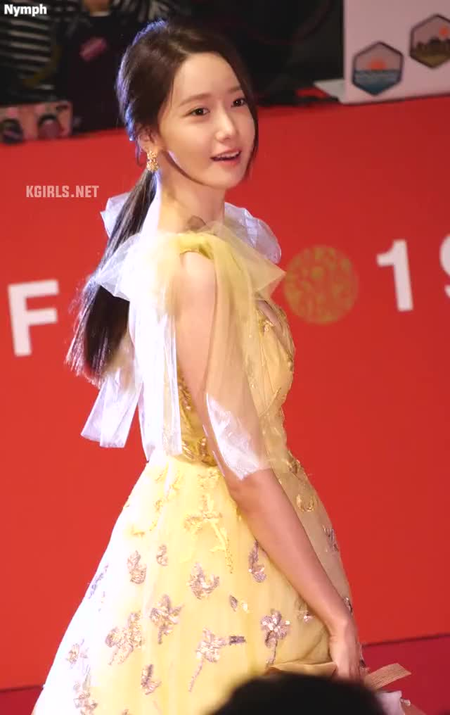 Watch and share Yoona-SNSD-191003 BIFF-6-www.kgirls.net GIFs by KGIRLS on Gfycat