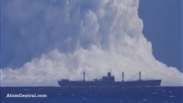 Watch Nuclear Explosion GIF on Gfycat. Discover more Boat, Cruise, NEW, amazing, atomic, awesome, bomb, conflict, documental, enjoy, korea, missile, nuclear, ocean, people, sailing, threat, trump, video, wassap GIFs on Gfycat