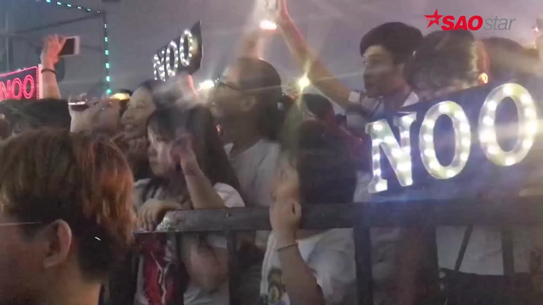 Clip: Fan nhí đứng sát hàng rào từ đầu đến cuối chương trình để chờ cổ vũ Noo Phước Thịnh ảnh 4