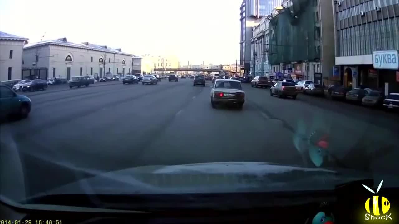 GTAorRussia, dashcamgifs, nonononoyes, Parking in Russia (xpost - /r/GTAorRussia) (reddit) GIFs