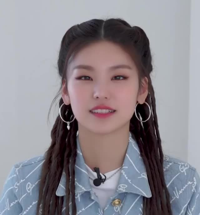 Watch and share Yeji -200317 ITZY VLIVE DISPATCH Everthing About ITZY [wYvDH1F94zI]-12 GIFs by masterfat on Gfycat