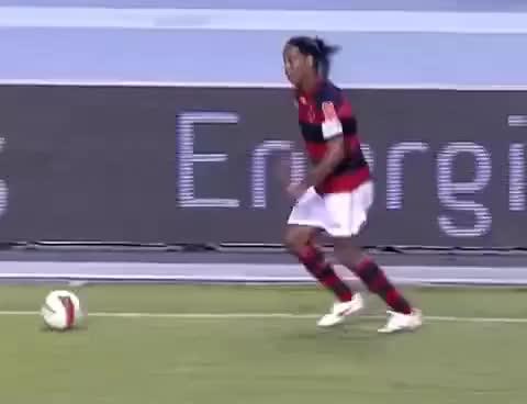 Watch and share Deivid Perde Gol Incrível Contra O Vasco! (Inacreditável Futebol Clube!) GIFs on Gfycat