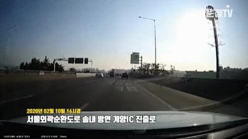 Watch and share 4357회. (4307회 투표결과) 서울외곽고속도로에서 갓길을 과속으로 달려온 차와의 사고 GIFs on Gfycat