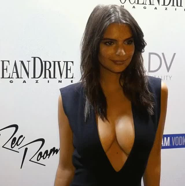Watch this emily ratajkowski GIF on Gfycat. Discover more emily ratajkowski, model, modeling GIFs on Gfycat